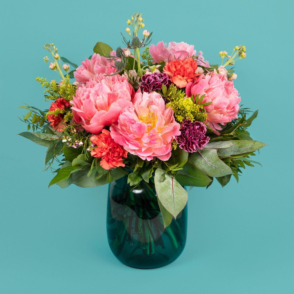 Fiori a domicilio - Bouquet di Peonie Corallo e Garofani con Peonie Extra - GIMME MORE LIKES - Colvin