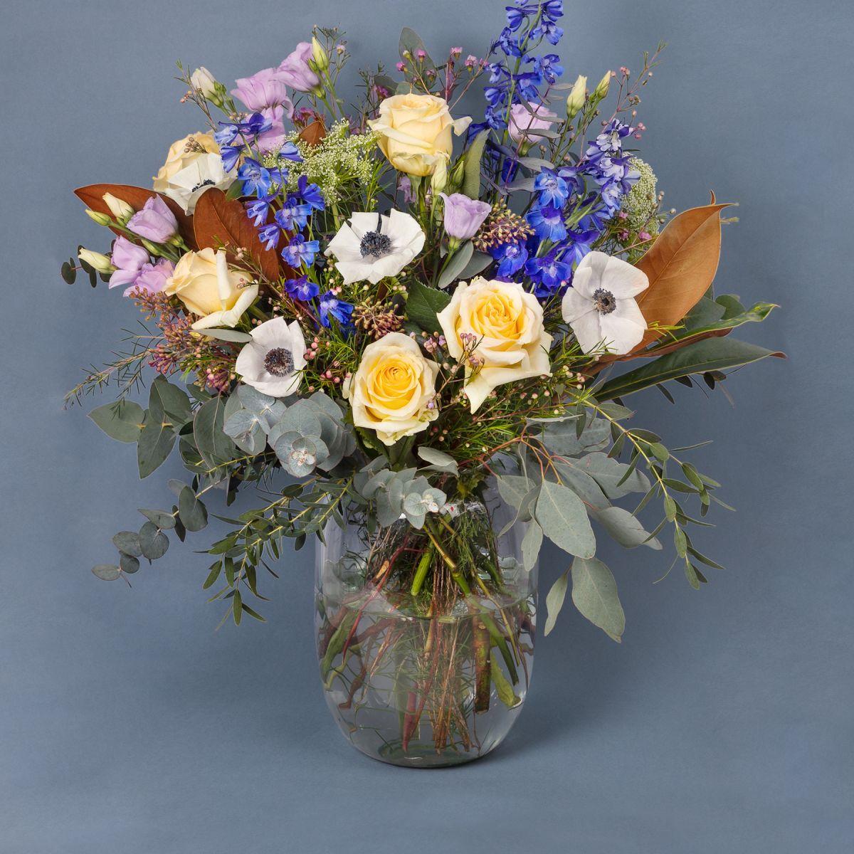 ramo de flores colvin con anémonas lilas