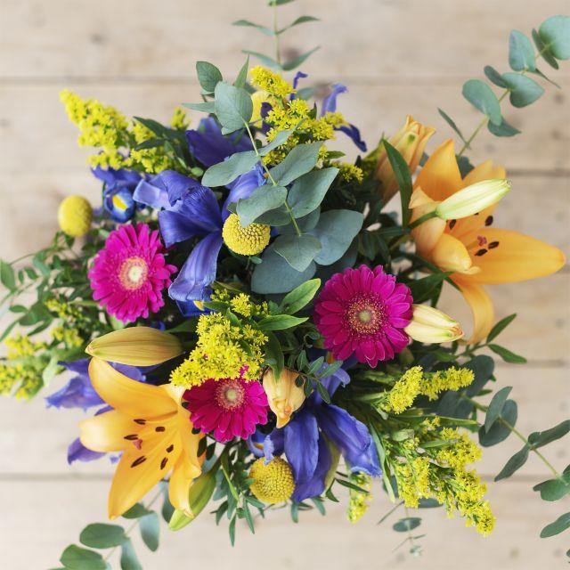 Mazzo Di Fiori Iris.Arlecchino Bouquet Di Fiori Di Gigli E Iris Colvin