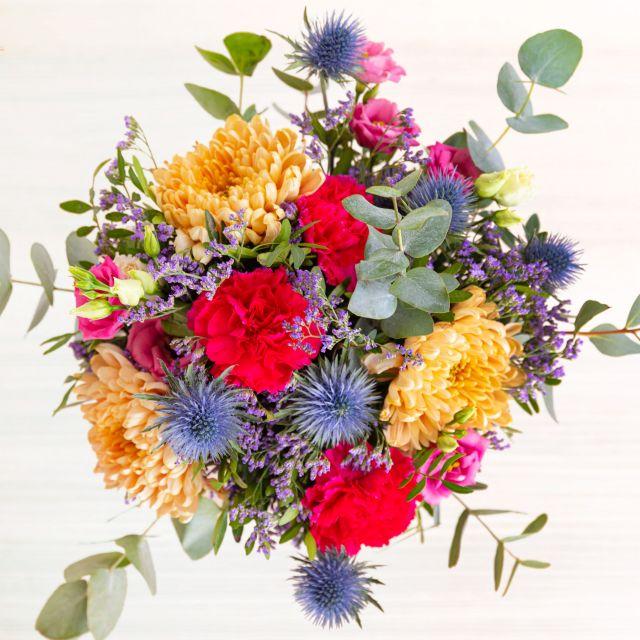 Versende einen Blumenstrauß mit Lisianthus und Dianthus