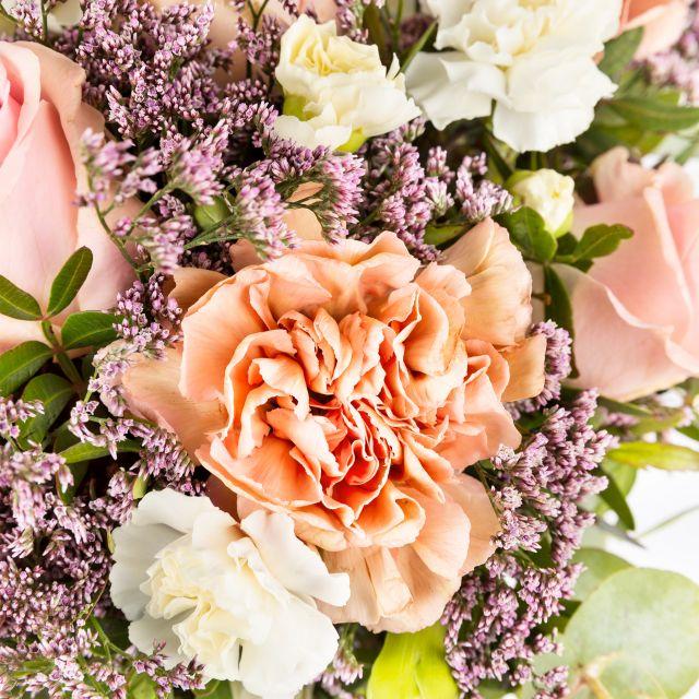 Online-Versand von rosa Rosen und Nelken