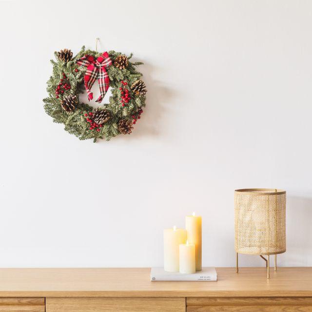 Invia online la corona di Natale Classic Wreath