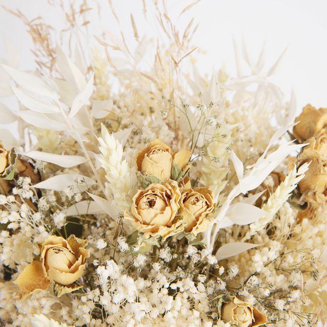 Online-Versand vom Trockenblumenstrauß mit Rosen