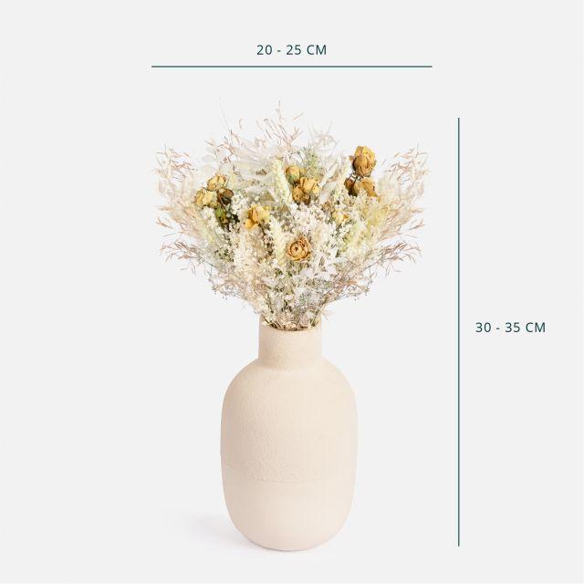 Trockenblumenstrauß mit Rosen