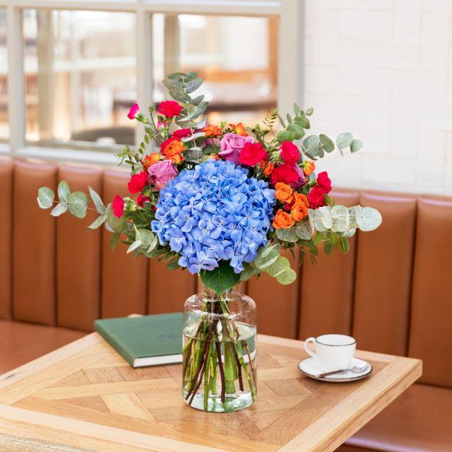 Inviare a domicilio bouquet di ortensie azzurre e rosa