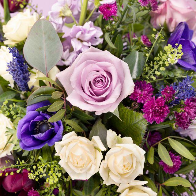 Enviar ramo de flores a domicilio con anémonas y rosas