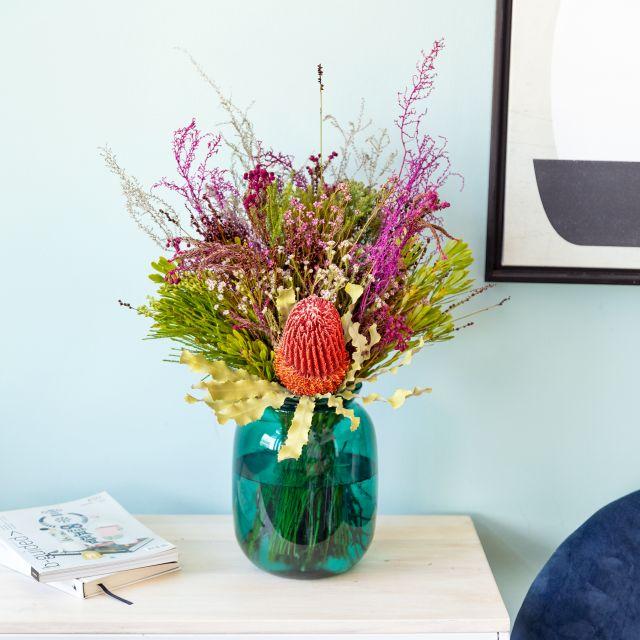 Blumenstrauß mit Banksia und Berzelia