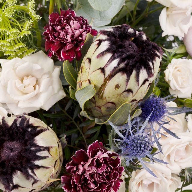 Blumenstrauß mit Protea und Nelken nach Hause schicken
