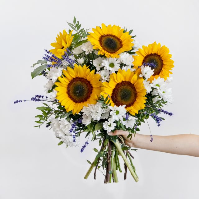 Sonnenblumen und Lavendel nach Hause schicken