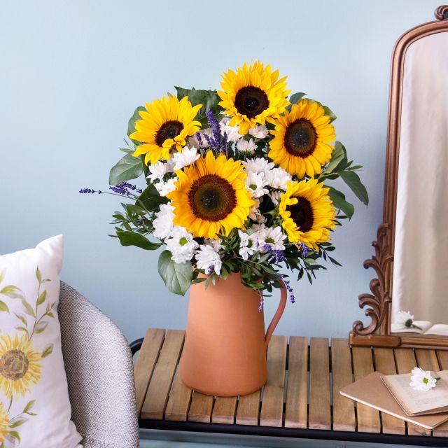 Online-Versand von Sonnenblumen und Lavendel