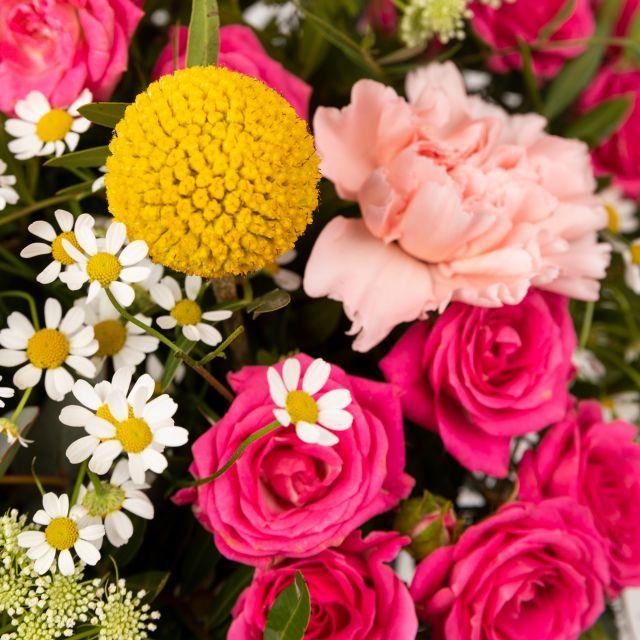 Invia bouquet di fiori con craspedia gialla e tanacetum
