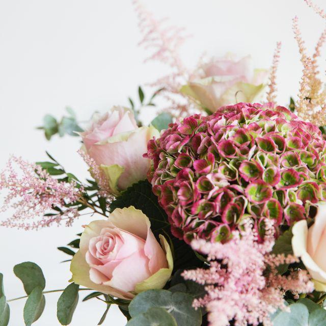 Blumenstrauß mit Hortensien und Rosen kaufen