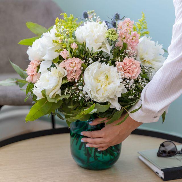 Enviar ramo de flores com peonias brancas a domicilio