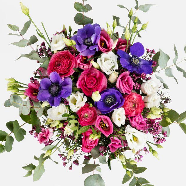 Blumenstrauß aus lila Anemonen und Ranunkeln
