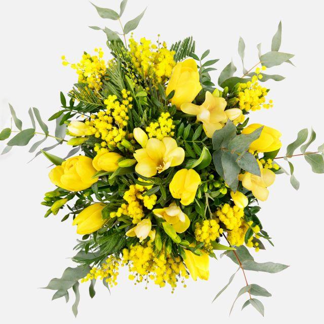 Ramo de flores con tulipanes y mimosa