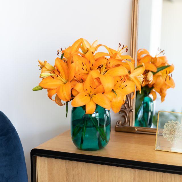 Blumenstrauß aus orangefarbenen Lilien Honesty Colvin