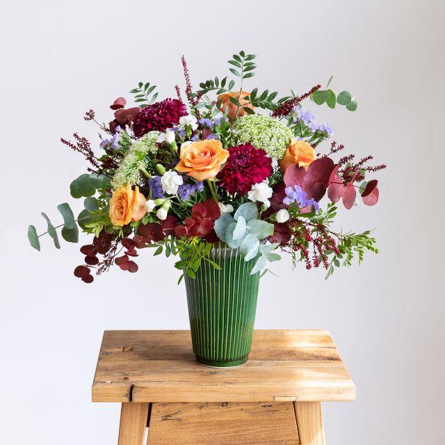 Blumenstrauß mit orangefarbenen Rosen und weißen Nelken kaufen