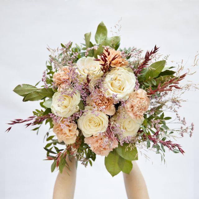 Envío online de ramo de flores de rosas rosas y claveles