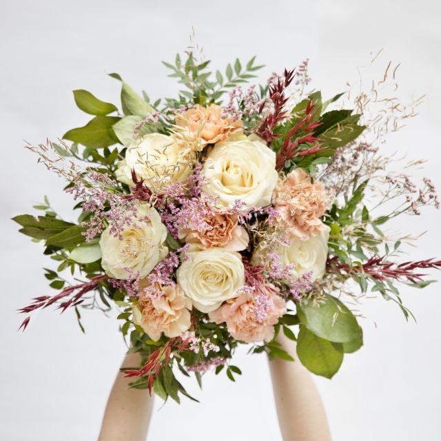 Enviar ramo de flores a domicilio con rosas rosas y claveles