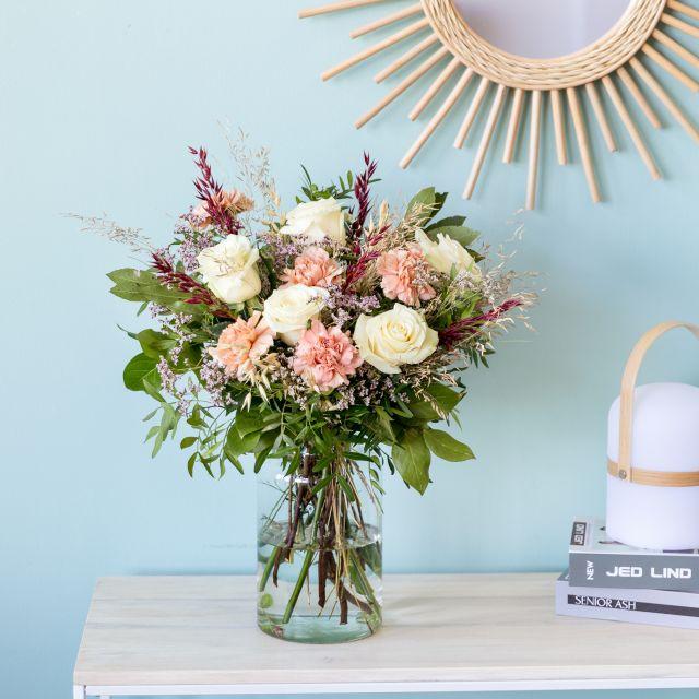 Ramo de flores de rosas rosas y claveles