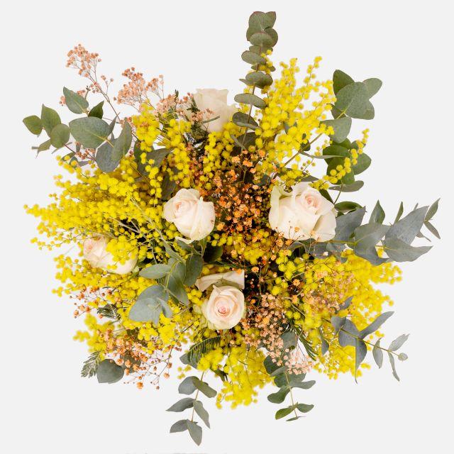 Ramo de mimosa y rosas rosas. Enviar flores a domicilio