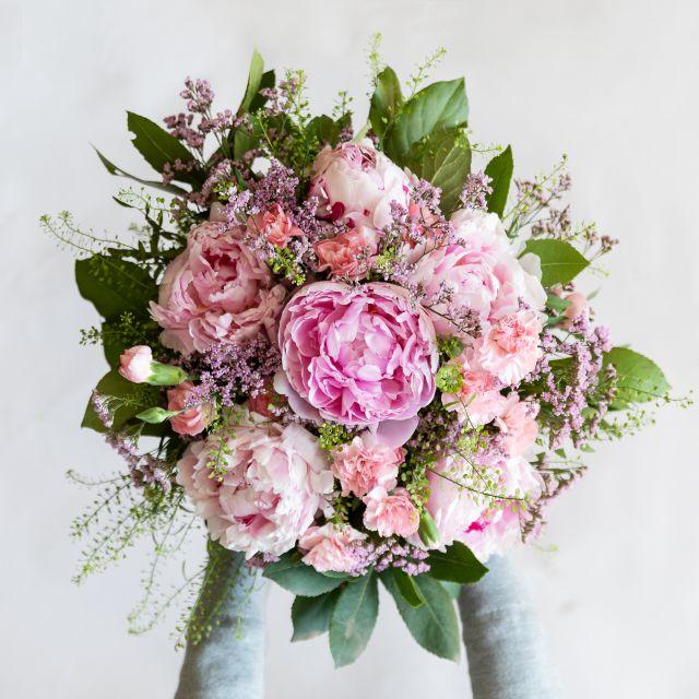 Blumenstrauß aus rosa Pfingstrosen Look at Me Colvin