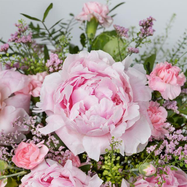 Blumenstrauß aus rosa Pfingstrosen nach Hause schicken