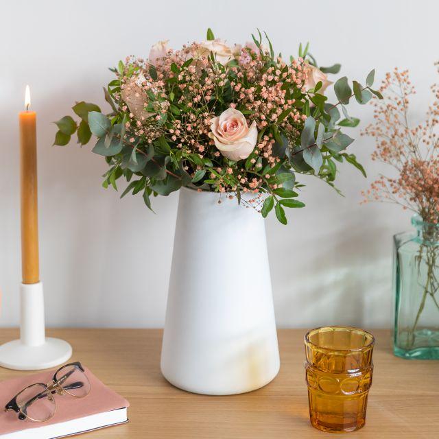Rosa Rosen nach Hause schicken zum Valentinstag