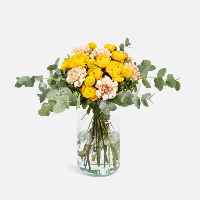 Blumenstrauß mit Nelken und Fresias
