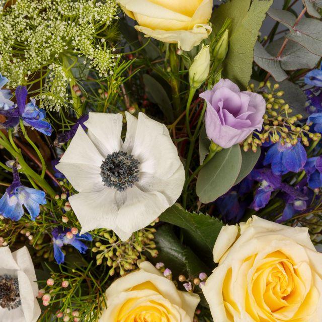 Bouquet di fiori con delphinum