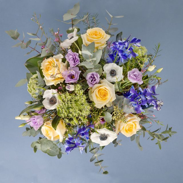 Invia bouquet di fiori con delphinum