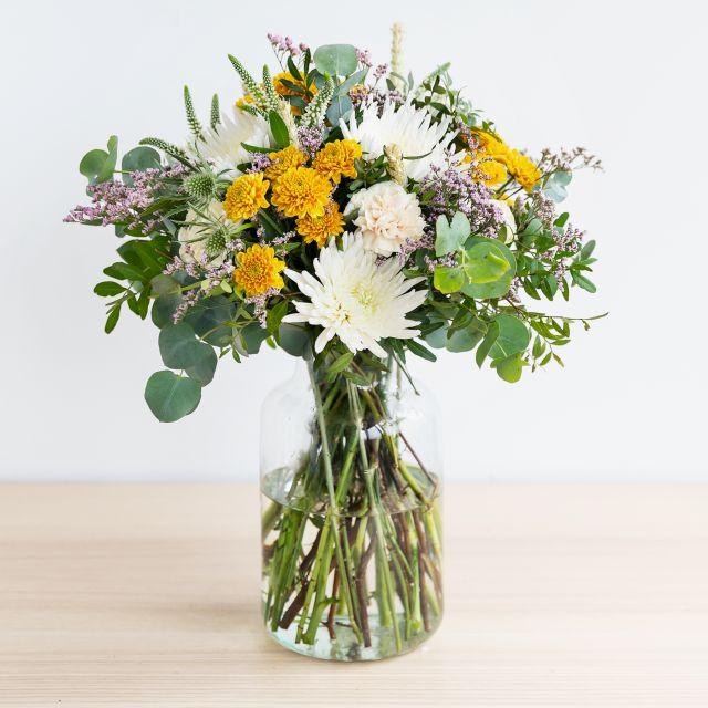 Blumenstrauß mit cremefarbenen Dainthus und Veronica