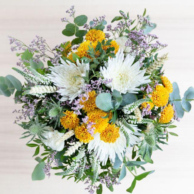 Versand von einen Blumenstrauß mit cremefarbenen Dianthus
