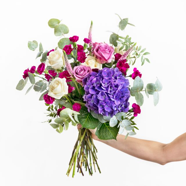 Inviare bouquet di ortensie viola e rosa