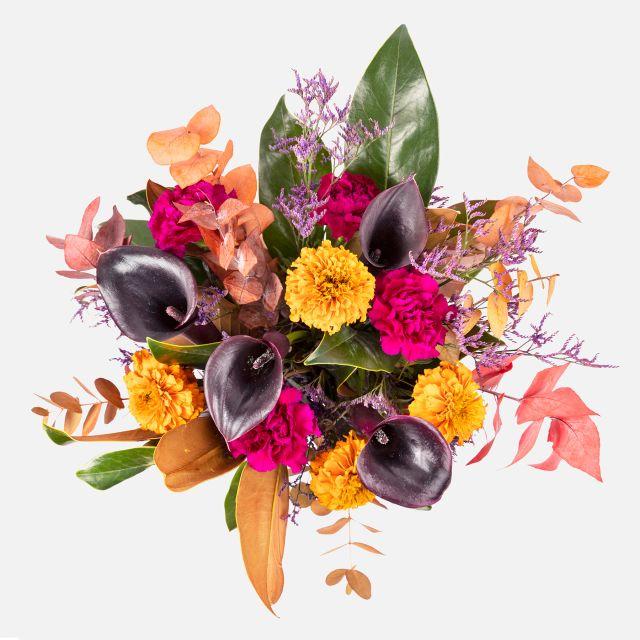 Bouquet di fiori freschi con calle nere
