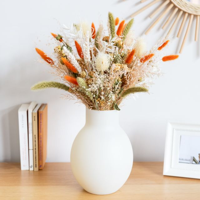 comprar ramo de flores secas con rosas spray blancas