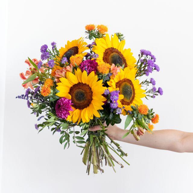 Ramo de flores con girasoles y crisantemos
