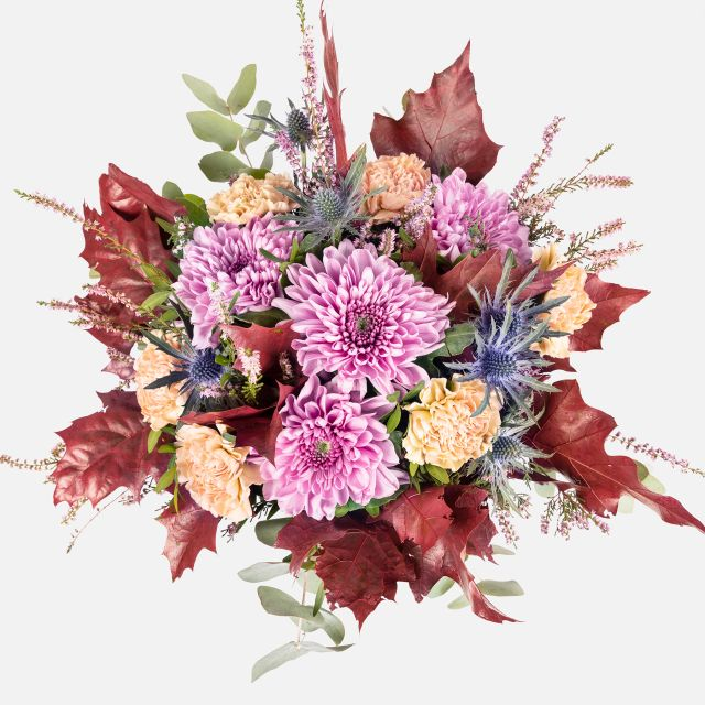 Ramo de flores con crisantemos violeta