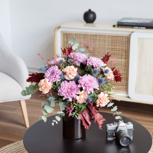 Garofani e crisantemi bouquet di fiori a casa