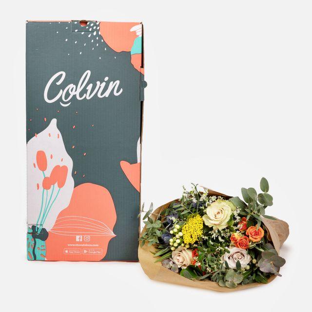 Blumenstrauß mit orangefarbenen Rosen und Achillea online