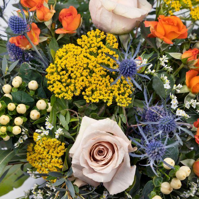 Strauß mit orange Rosen und Achillea online versenden
