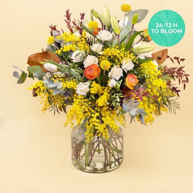 Ramo de flores con mimosa y lisianthus