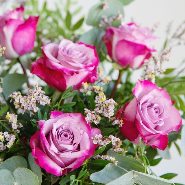 Ramo de flores rosas deep purple y limonium