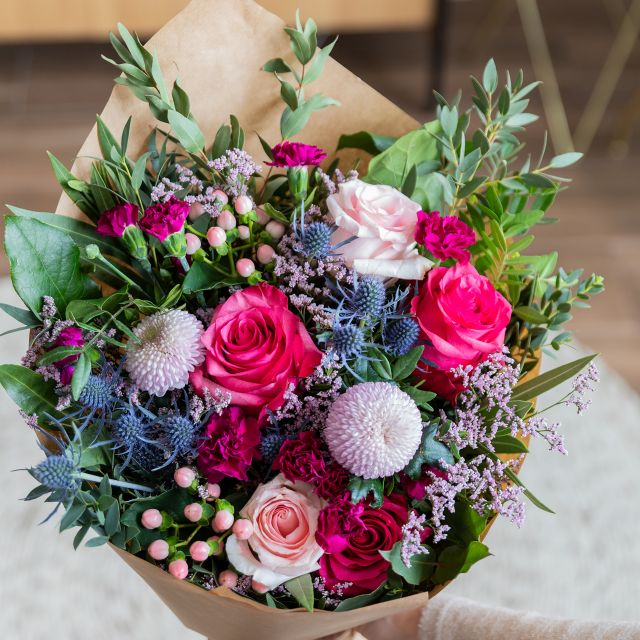 Strauß mit Rosen und Chrysanthemen online verschicken