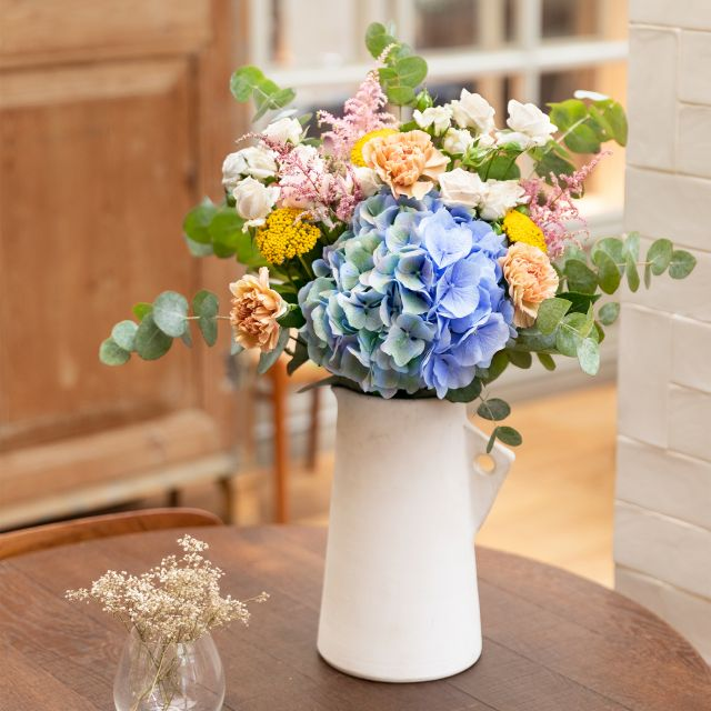 Comprare bouquet di ortensie azzurre e garofani