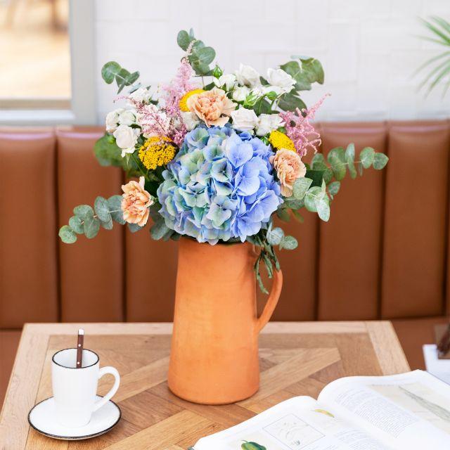 Inviare a domicilio bouquet di ortensie azzurre e garofani