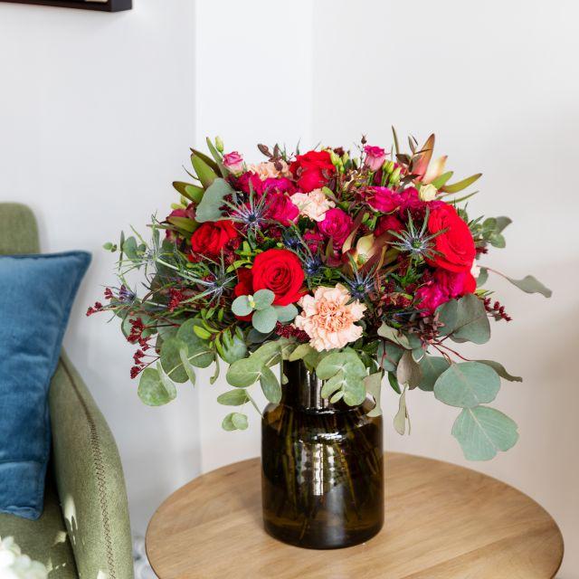 Blumenstrauß mit Rosen und Make-Up Nelken