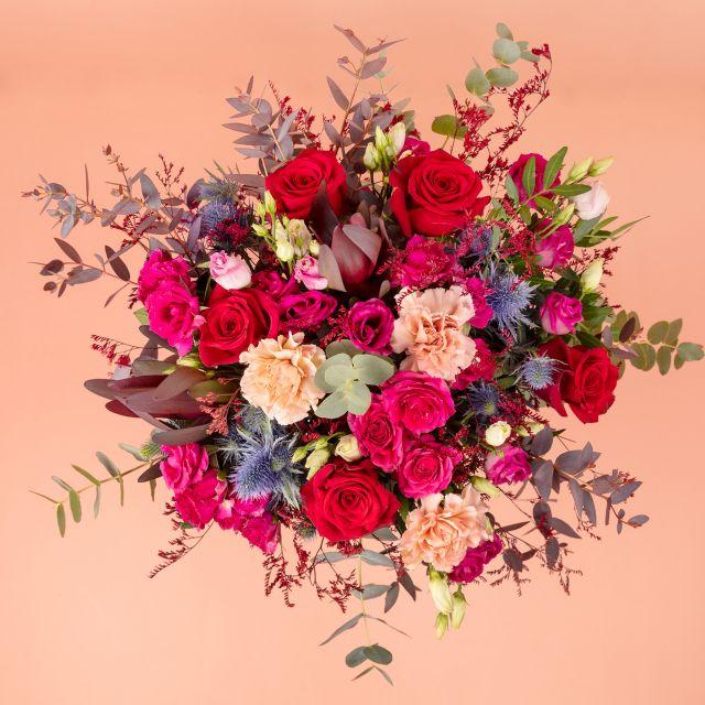 Onlineversand von Blumenstrauß mit Rosen und Make-Up Nelken