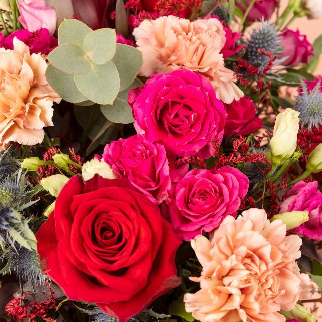 Blumenstrauß mit Rosen und Make-Up Nelken mit Versand nach Hause