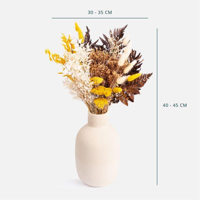 Trockenblumenstrauß mit natürlichen Broom
